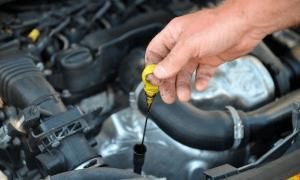 Недостаток масла в автомобильном двигателе